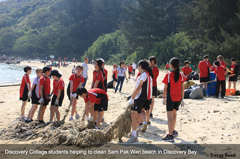DC students beach clean-up