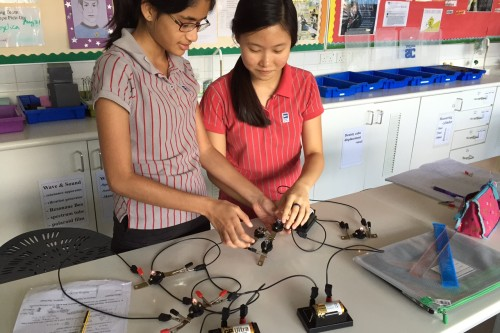 Science students build electrical circuits